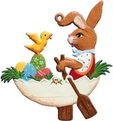 Zinnfigur Hase im Ei-Boot, zum Hängen