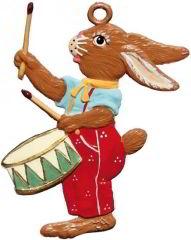 Zinnfigur Hase mit Trommel, zum Hängen